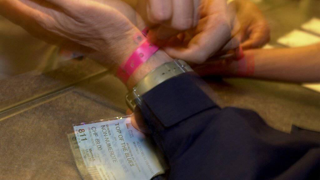 Die Ticket-Börse Viagogo täuscht die Kunden gemäss Bundesgericht nicht über die Herkunft der Billete. (Symbolbild)