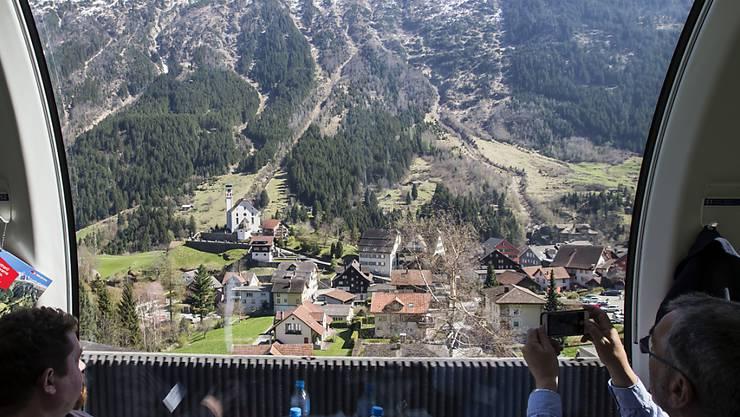 Ab Karfreitag fährt ein Panoramazug über die historische Gotthard-Bergstrecke.