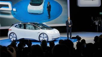 VW-CEO Herbert Diess präsentiert in Paris den neuen Elektro-Volkswagen. Michel Euler/AP/Keystone