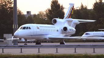 Eine solche Falcon 900, wie die des bolivianischen Präsidenten, gehört auch zu Italiens Staatsflugzeugen. Eine soll jetzt verkauft werden.