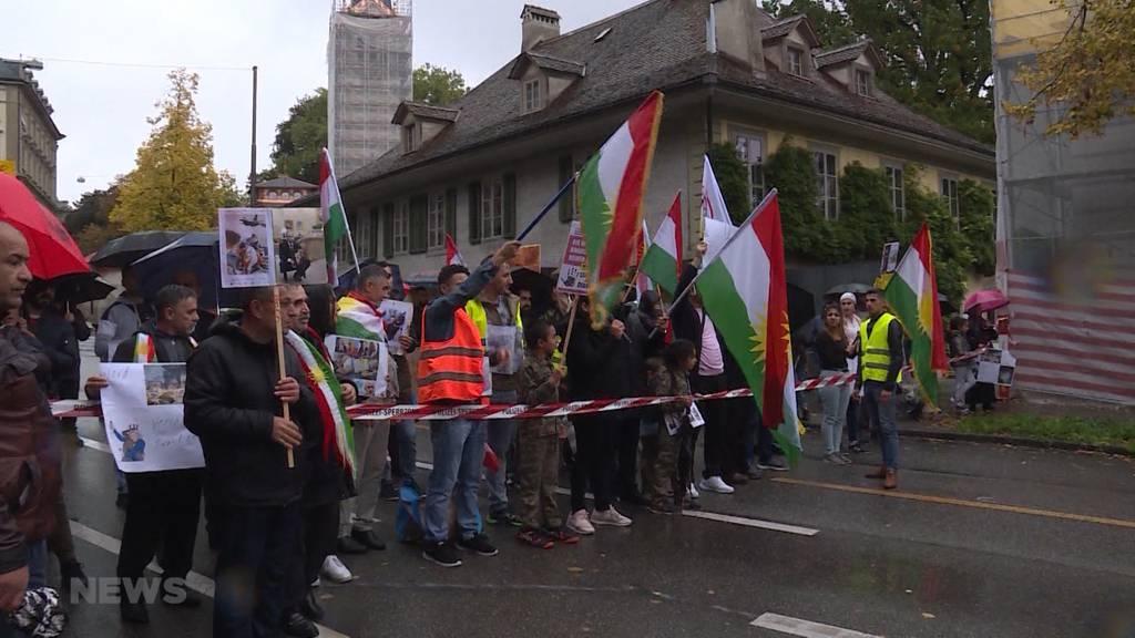 Hunderte Kurden demonstrieren gegen Truppen-Rückzug der USA