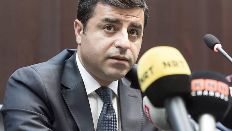 Gegen den prominenten Kurdenpolitiker Selahattin Demirtas laufen eine ganze Reihe von Prozessen. Im Hauptverfahren drohen ihm bis zu 142 Jahre Haft. (Archivbild)
