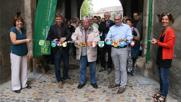 Feierlicher Auftakt zum Gemeinde-Award mit Monika Wissler, Markus Schmid, Peter Bircher, Meinrad Schraner und Dora Freiermuth (v.l.). Bild: Peter Schütz
