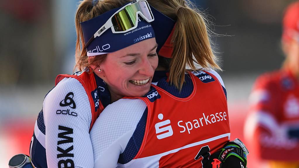 Können sie auch an der WM jubeln? In Dresden feierten Nadine Fähndrich (li.) und Laurien van der Graaff kurz vor Weihnachten den ersten Weltcup-Sieg eines Schweizer Frauenteams