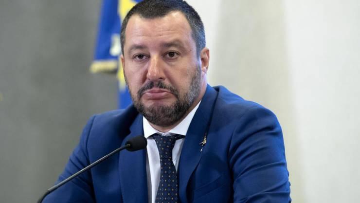 """Die italienische Justiz ermittelt gegen Innenminister Salvini wegen des Umgangs mit den Flüchtlingen an Bord des Schiffes """"Diciotti""""."""