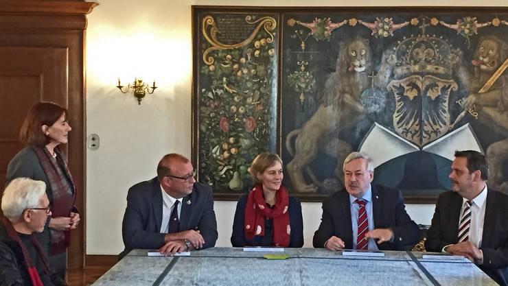 (v.r.) KR Rochus Burtscher, KR-Präsident Rolf Steiner, KRin Sonja Gehrig, KR Martin Romer, KR-Präsidentin 2014/15 Brigitta Johner