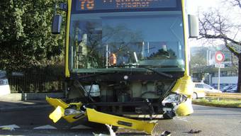 Zusammenstoss zwischen Linienbus und Personenwagen in Liestal