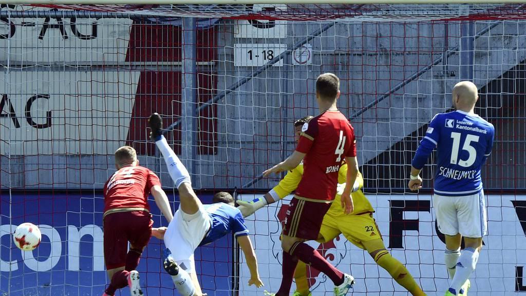 Der Luzerner Pascal Schürpf schiesst das 1:0.