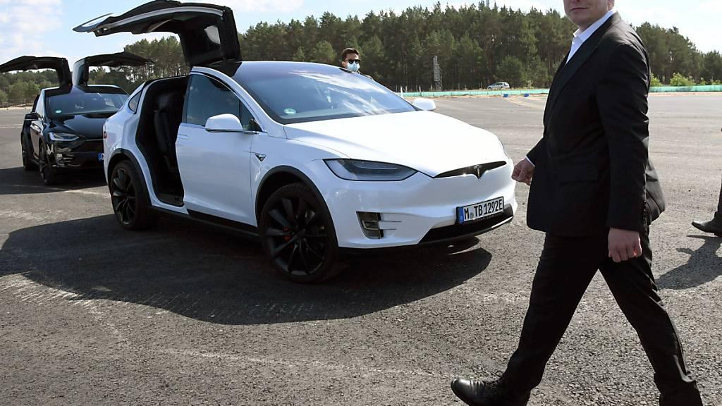 Der Elektroautopionier Tesla hat im dritten Quartal 2020 einen rekordhohen Umsatz erzielt. In deutschen Bundesland Brandenburg baut der US-Konzern eine neue Fabrik. (Archivbild)