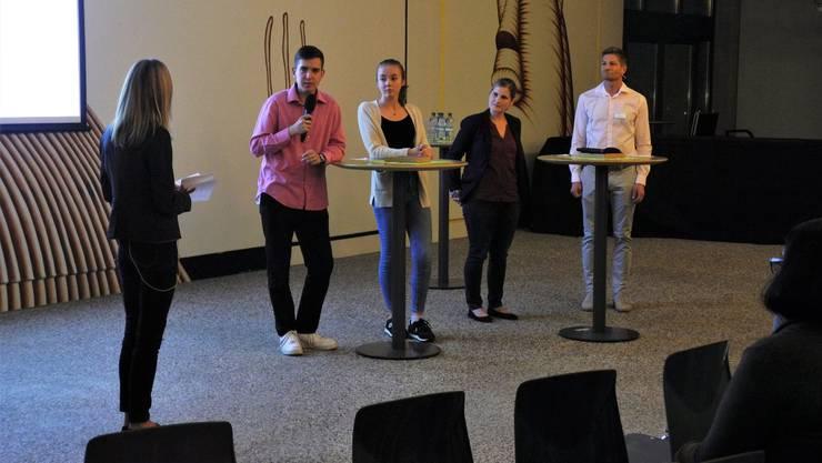 An der von Christine Viljehr (links) moderierten Podiumsdiskussion klärten Joel Sennhauser, Coralie Vollenweider, Nicole Schibli und Markus Eggler Fragen zum Thema Berufswahl.
