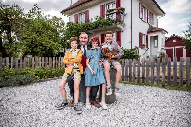 Maxwell Mare (Fritz), Stefan Kurt (Papa Moll), Luna Paiano (Evi), Yven Hess (Willy) und der Hund Tschips spielen die Hauptrollen. ZODIAC PICTURES / PASCAL MORA