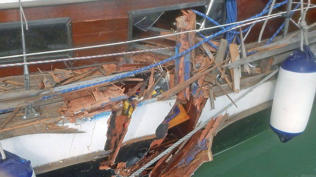 Bei der Kollision einer Segeljacht mit einem Passagierschiff auf dem Bodensee entstand beträchtlicher Sachschaden. (Bild: Kantonspolizei Thurgau)