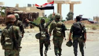 Syrische Soldaten im Umland von Daraa. (Archiv)