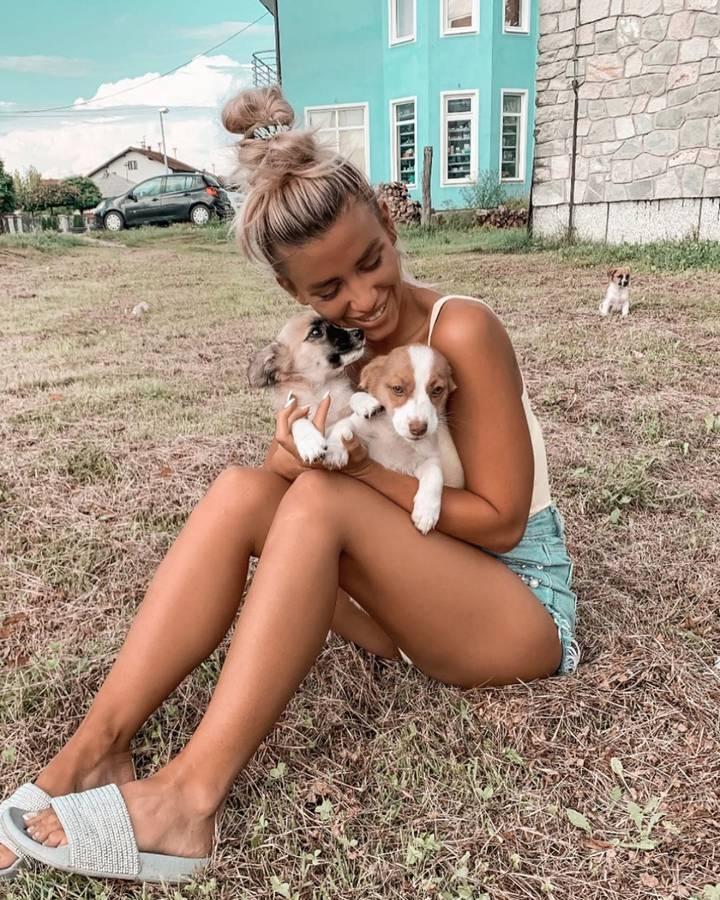 Wenn nicht, sie hat immer noch ihre «Puppies»! (© instagram/deeanaofficial)