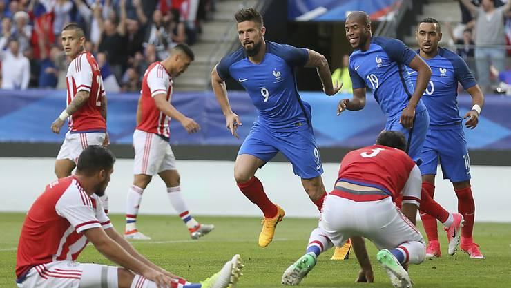 Olivier Giroud (Nummer 9) glänzte als dreifacher Torschütze für Frankreich gegen Paraguay