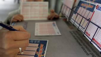 Zwei Gewinner haben bei der Lotterie Euromillions die richtigen Zahlen angekreuzt und teilen sich 36,8 Millionen Franken. (Symbolbild)