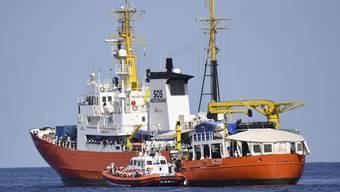 """Die """"Aquarius"""" hat 141 Flüchtlinge von zwei Holzbooten im Mittelmeer gerettet. (Archivbild)"""