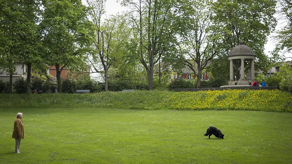 Die Frau, die 2008 im Berner Florapark ein Zufallsopfer erstach, darf ihre stationäre Therapie fortsetzen.