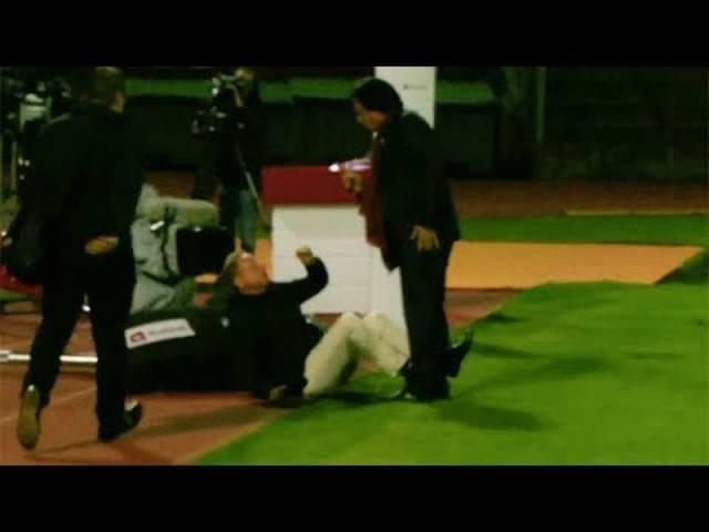 Constantin attackiert TV-Experte Rolf Fringer vor laufender Kamera.
