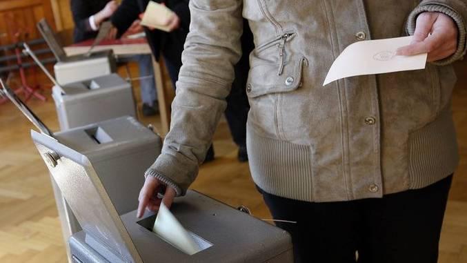 Fürs Auswerten der Abstimmungszettel brauchte es länger als erwartet. (Symbolbild)