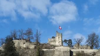 Die einst mächtige Festung Stein in Baden ist heute nur noch eine Ruine, aber immer noch ein Wahrzeichen der Bäderstadt. Bei der ersten Zerstörung im Jahre 1415 raubten die Eidgenossen auch das habsburgische Archiv.