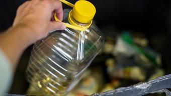 Statt die Pfand-Wiedereinführung propagiert die Umweltkommission des Nationalrats eine Steuer auf Produkte mit tiefem Recycling-Anteil. (Symbolbild)
