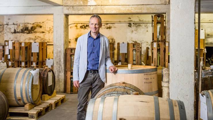 Geschäftsführer Lorenz Humbel führt die Brennerei in dritter Generation.
