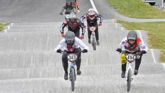 Auf Pumptracks werden auch BMX-Rennen durchgeführt. Die welligen Rundkurse werden immer beliebter.