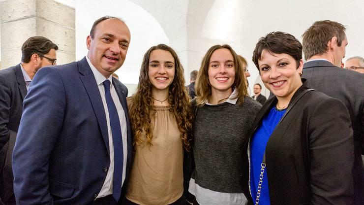 Markus Dieth mit seinen Töchtern Viviane und Ariane, sowie seiner Ehefrau Désirée.