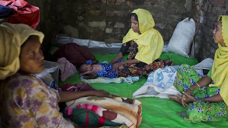 Geflüchtete Rohingya-Frauen in einem Flüchtlingslager in Bangladesch.
