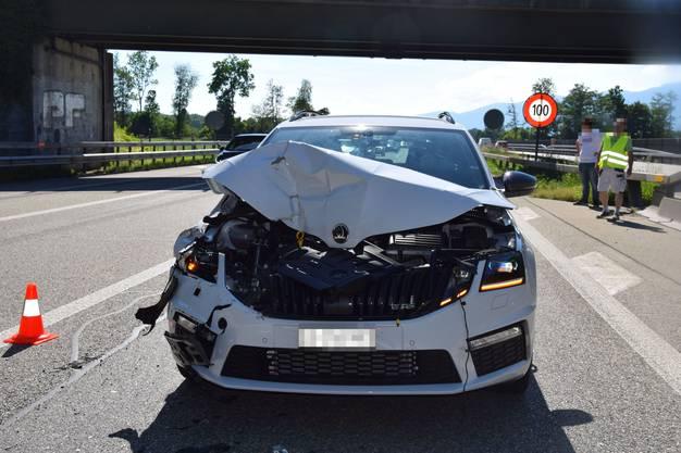 A5/Verzweigung Luterbach, 18.Juni: Ein Auto und ein Auto mit Anhänger waren am Unfall beteiligt. Aufgrund unterschiedlicher Aussagen zum Unfallhergang sucht die Polizei Zeugen.
