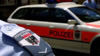 Ein Aarauer Stadtpolizist soll einen jungen Beamten dazu genötigt haben, einer Polizistin sein Glied zu zeigen. (Symbolbild)