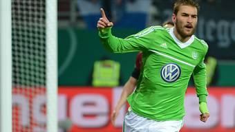Wolfsburg durfte im Cup jubeln: Bas Dost feiert das 2:0.