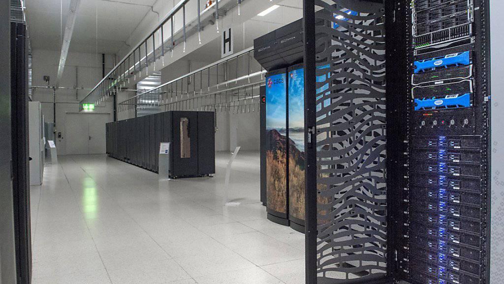 MeteoSchweiz setzt als erster nationaler Wetterdienst auf eine neue Rechnerarchitektur. Der Supercomputer in Lugano rechnet schneller und ermöglicht zugleich detailliertere und genauere Prognosen.