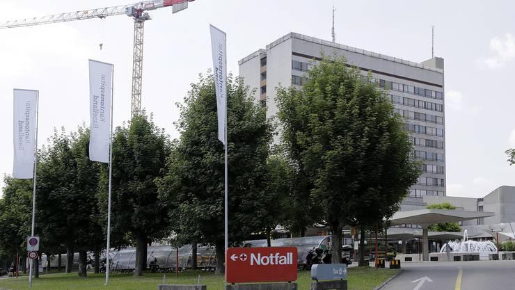 Die Hiobsbotschaft vom Bruderholz – kurz darauf die Erfolgsmeldung aus Basel: War das Zufall? (Foto: Bruderholz-Spital)
