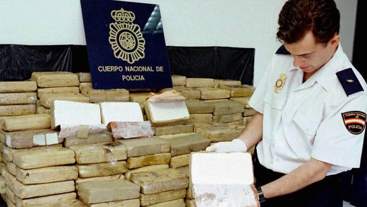 Spanische Polizei bei einem früheren Schlag gegen Kokainschmuggler (Archiv)