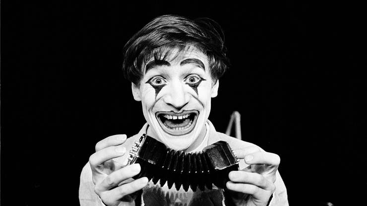 Dimitri mit 29 Jahren während der Proben für seine Auftritte am Théâtre des Vieux Colombiers in Paris 1964. Michel Lipchitz / AP Photo