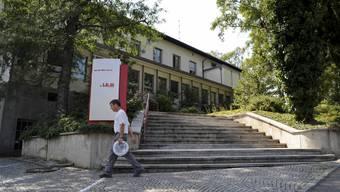 Es wird umgebaut: «DRS2» und «Regionaljournal» kriegen auf dem Bruderholz Gesellschaft von den «Swiss Satellite Radio»-Sendern. (Martin Töngi)