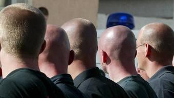 """In der """"Reichsbürger""""- und """"Selbstverwalter""""-Szene sind laut Verfassungsschutz drei Viertel der Mitglieder männlich und älter als 40 Jahre.  (Symbolbild)"""