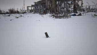 Ausgebrannter Terminal auf dem Flughafen von Donezk (Archiv)