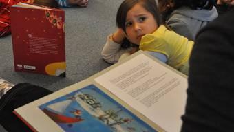 Studien zeigen: Kinder verstehen hochdeutsche Geschichten genauso gut wie Geschichten, die ihnen auf Schweizerdeutsch erzählt werden. az Die Sprache im Kindergarten ist zum Streitpunkt geworden.
