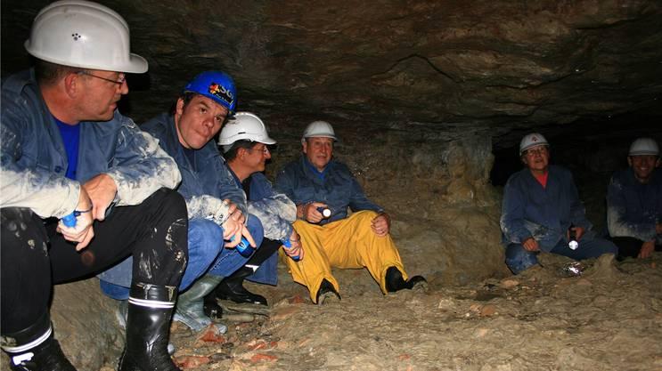 Bild von einer Führung durch den begehbaren Teil der Meyerschen Stollen in Aarau – für die Film-Crew der Serie «Der Bestatter» wäre es hier ein wohl ein wenig eng geworden.