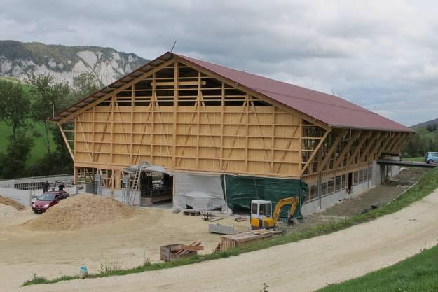 Der markante landwirtschaftliche Neubau im Gebiet Hächler