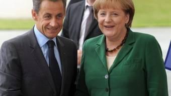 Angela Merkel begrüsst Nicolas Sarkozy in Berlin