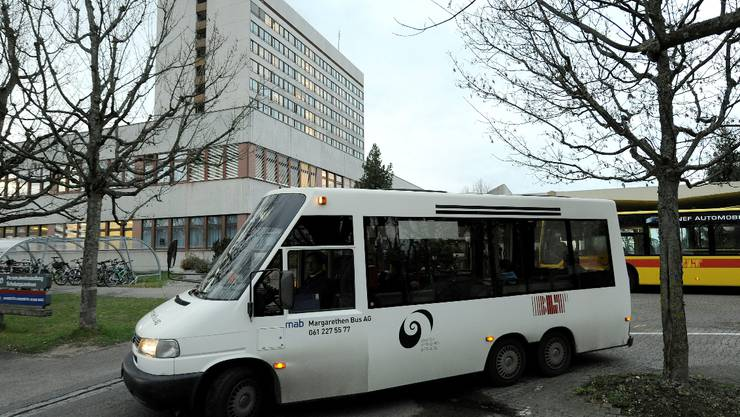 Shuttlebus: Nur das Spitalpersonal profitiert von der Direktverbindung aufs Bruderholz.  (Bild: Kenneth Nars)