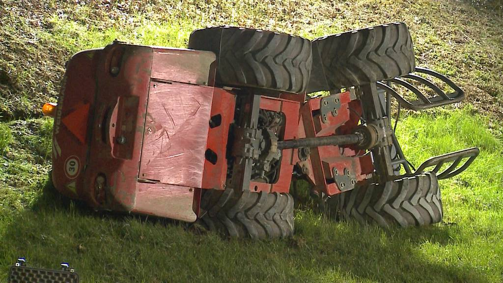 Unter Radlader begraben: Tödlicher Unfall bei Ehrendingen