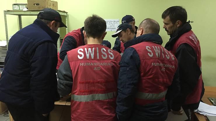 Teammitglieder des Schweizer Hilfskonvois (Quelle: sda)