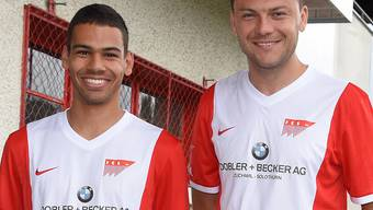 Captain Marc Du Buisson und Edin Hasanovic in den neuen Dresses.