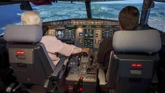 Eine Psychologin findet, in den Cockpits habe es zu wenig Frauen. (Symbolbild)