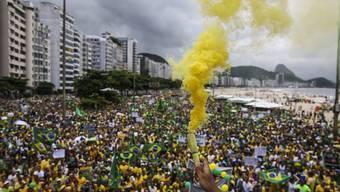 In Rio de Janeiro führte der Protestzug über den berühmten Strand Copacabana.